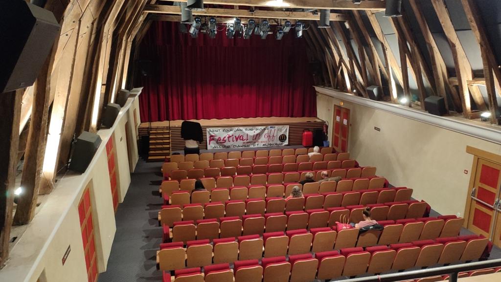Salle du théâtre des Bénédictins depuis la zone technique