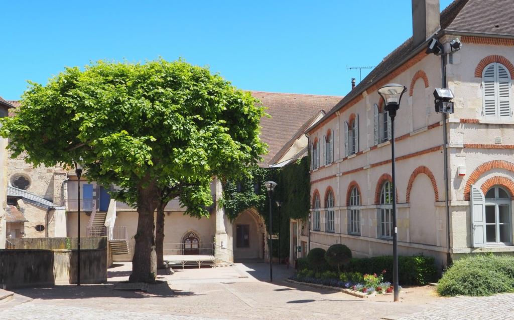 Extérieur du théâtre dans le prolongement de l'ancien couvent